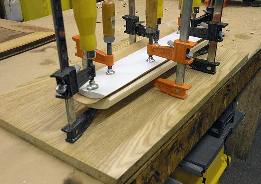 Gluing veneer on the shaped drawer front